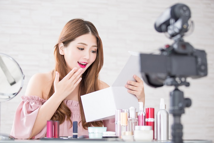 beauty woman unbox in live in live at home