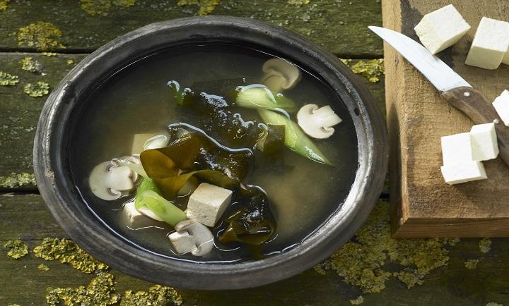 Miso soup with wakame algae, tofu and mushrooms (Asia)